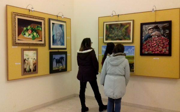 Visitatori alla Rassegna d'arte visiva