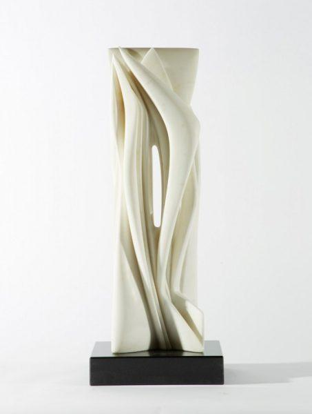 Pablo Atchugarry - Senta titolo - 2017 - Marmo statuario di Carrara - cm 66 x 22,5 x 17,5