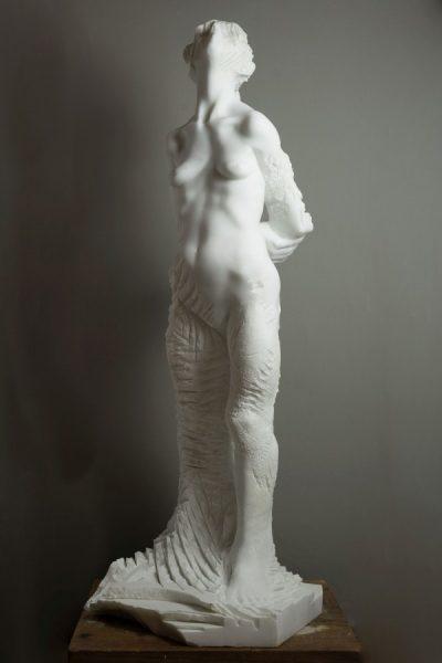 Alex Rane, Fiammetta, 2018, marmo statuario del Monte Altissimo, 114x48x43 cm
