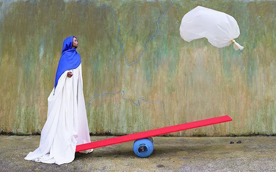 Maimouna Guerresi, Red Balance, 2018, Lambda Print, 100x63 cm